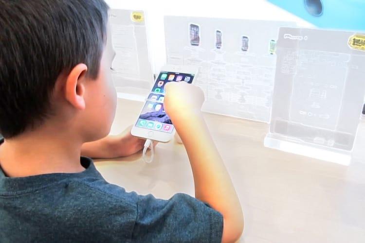 Sur un marché du smartphone en recul, Apple fait mieux que limiter la casse