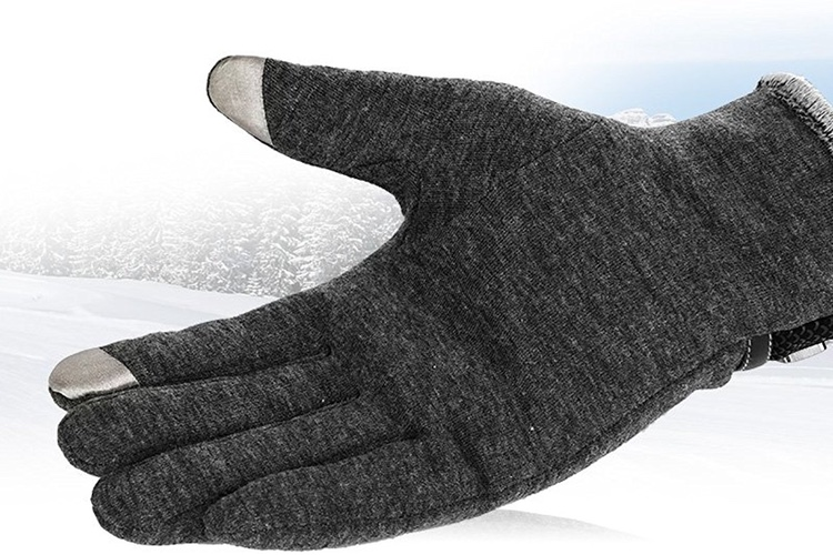 Promos: gants compatibles smartphone à 7€ et un câble trois-en-un Lightning, USB-C et micro-USB à 8€