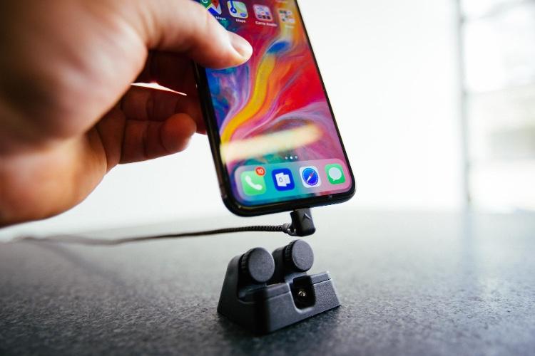 Elevation Lab imagine un astucieux dock hybride pour l'iPhone