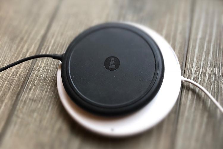 Belkin ou mophie : quelle base de chargement sans fil pour iPhone choisir ?