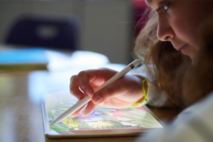 Apple dévoile un nouvel iPad de 9,7 pouces compatible avec l'Apple Pencil