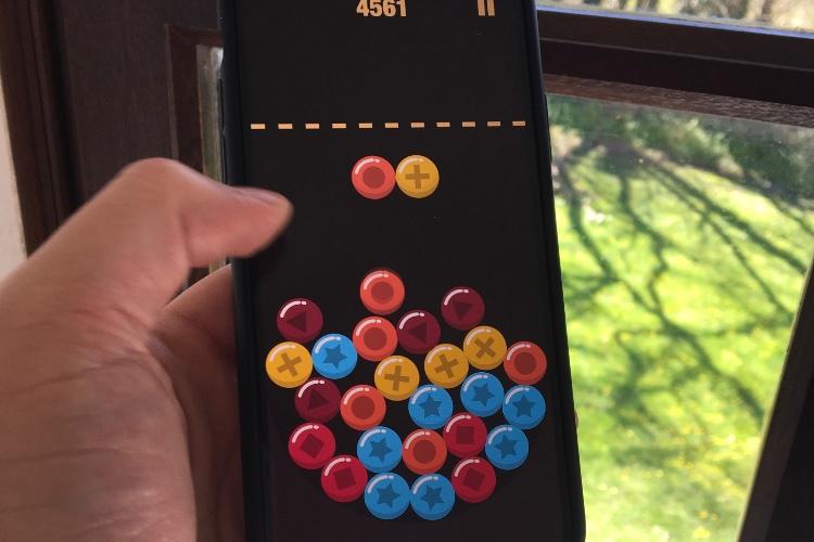 Ball Panic! est un jeu très plaisant avec le Taptic Engine