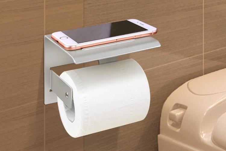 Promos: une station d'accueil pour iPhone et AppleWatch à 30€ et un support pour smartphone dans les WC à 12€