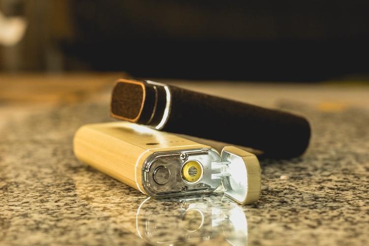 evaZion, un briquet qui est aussi une batterie USB et une lampe-torche
