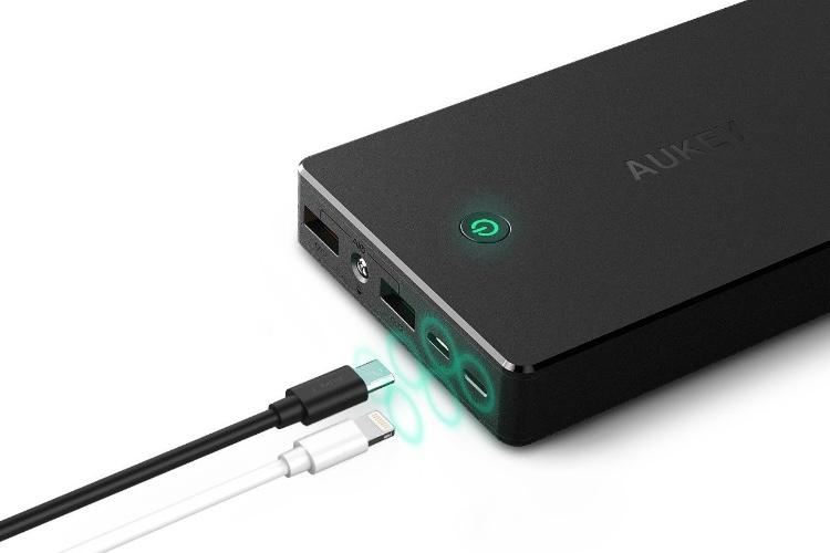 Promos: batterie AUKEY 20000mAh avec prise Lightning pour 24€ et chargeur Qi de voiture pour 15€