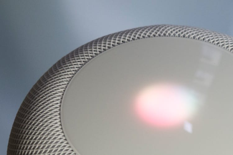 «Hein, hein», «hum»: Siri un peu plus humain sur le HomePod