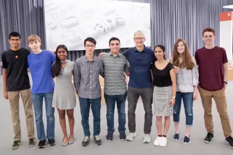 WWDC 2018 : Tim Cook salue le travail des 350 étudiants boursiers d'Apple